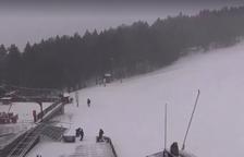 El temporal de neu obliga les estacions a tancar i a circular amb cadenes per tot el país