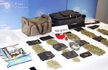 La policia deté un 'camell' i comissa 622 grams de marihuana
