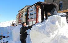 Una vintena d'escultures de neu al concurs del Pas