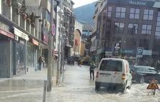Restablert el subministrament d'aigua als edificis afectats pel rebentament d'una canonada