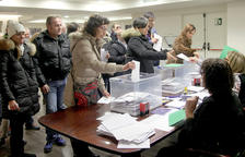 Mil residents catalans voten al consolat