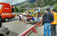 Traslladat a Barcelona el motorista alemany ferit molt greument a l'avinguda Salou