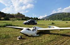 """Aterratge """"planificat"""" en un camp de la Seu d'Urgell"""