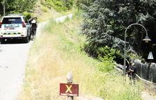 Un vehicle de la policia desfrenat s'estimba prop del Sant Ermengol