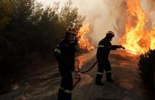 Almenys 74 morts i 182 ferits pels devastadors incendis prop d'Atenes