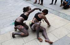Dansa, body paint i saxo als carrers d'Escaldes