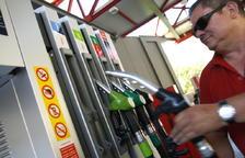 El preu dels combustibles es dispara i augmenta més d'un 15%