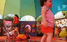 Jocs infantils i per a bebès a la plaça del Prat del Riu