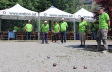 Una quarantena de padrins participa en el campionat de petanca i mostra de pastissos