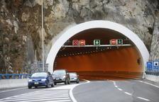 Col·lisió triple a l'interior del túnel de la Tàpia