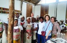 Maria Ubach visita el projecte d'una ONG a l'illa d'Ibo amb la qual col·labora Govern