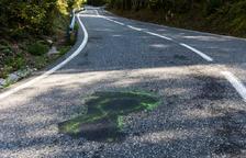 El Govern va fer tapar llaços grocs de la carretera per la Vuelta