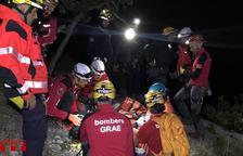Els bombers col·laboren en el rescat d'una andorrana ferida al Baix Pallars