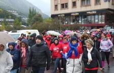 La caminada contra el càncer desafia el fred
