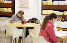 El centre d'autoaprenentatge de català triplica alumnes
