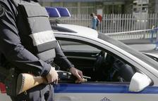 Un empleat fuig en topar amb els lladres d'oficines