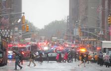 Un mort en el xoc d'un helicòpter contra un gratacel a Nova York