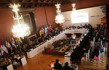 Riva explica l'Espai Columba durant la cimera a Bogotà