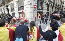 Vuitanta mil constitucionalistes es manifesten al centre de Barcelona