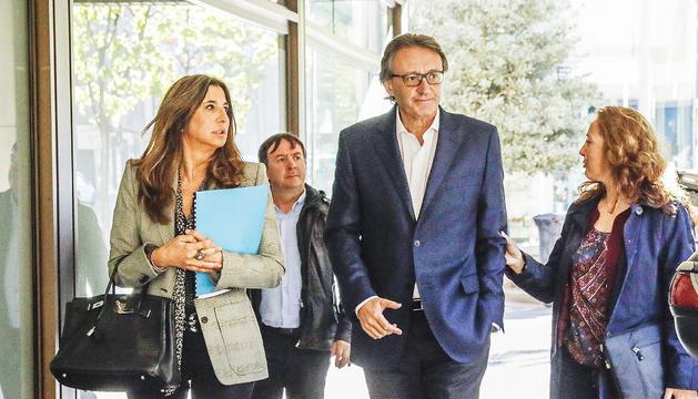 Higini Cierco entra amb el seu equip d'advocats a la Batllia per prestar declaració pel 'cas Landstreet'.
