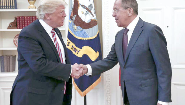 Donald Trump i Serguei Lavrov, ahir a Washington.